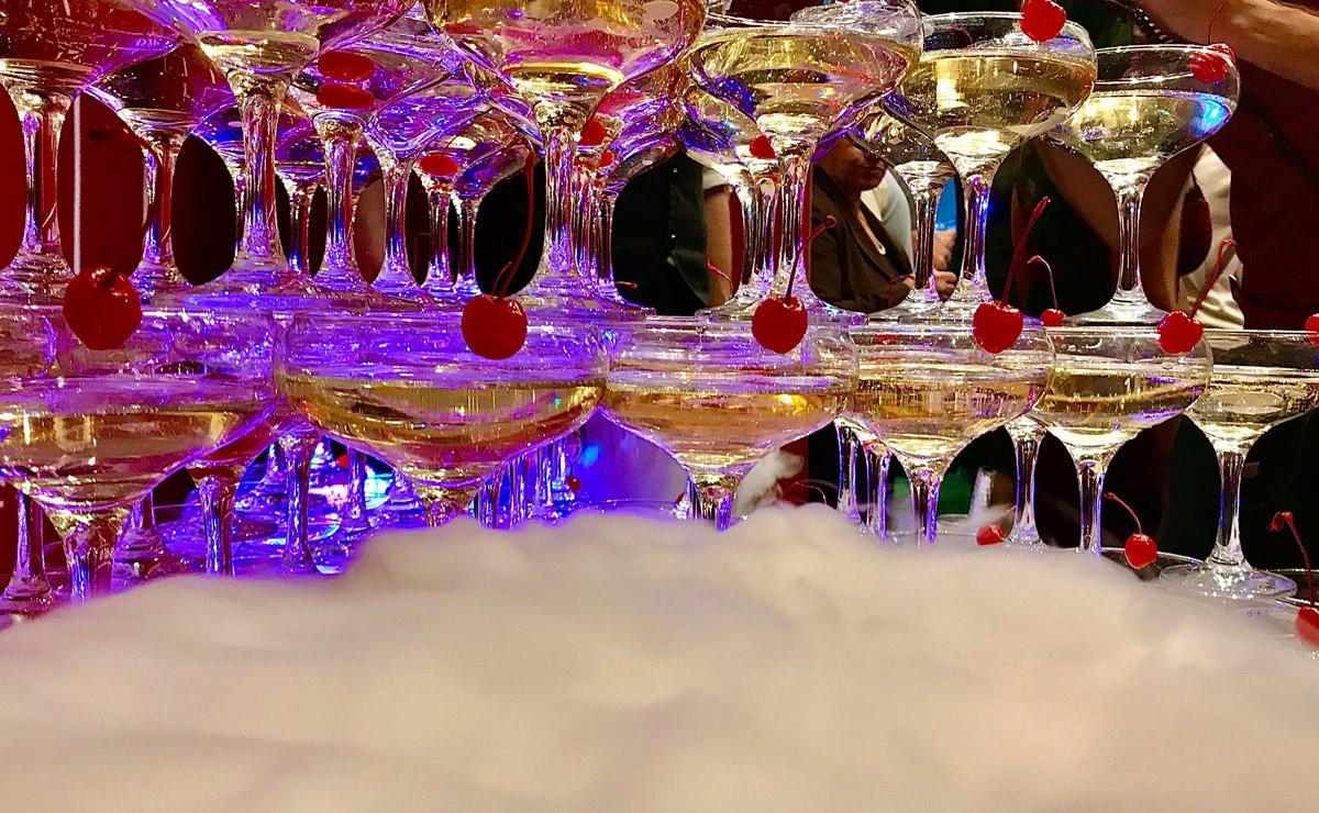 Пирамида шампанского на праздник