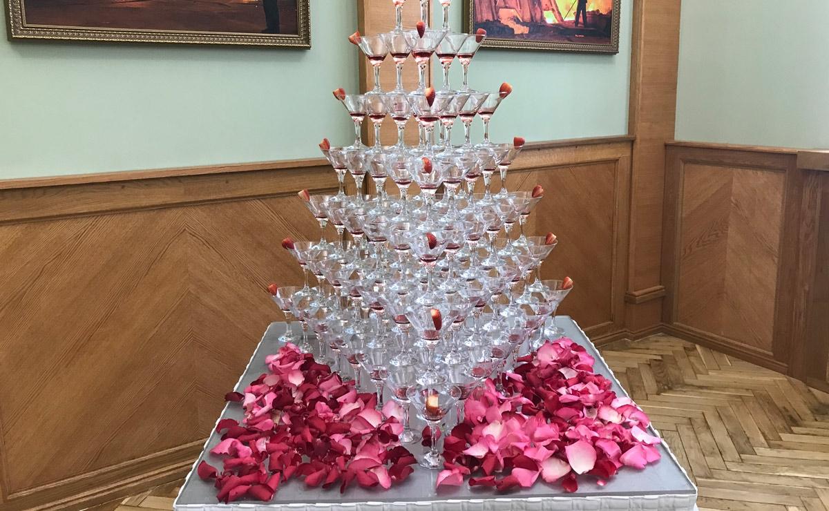 Пирамида шампанского заказать