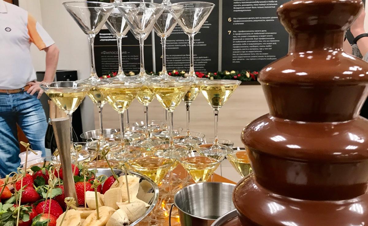 Пирамида шампанского на мероприятие