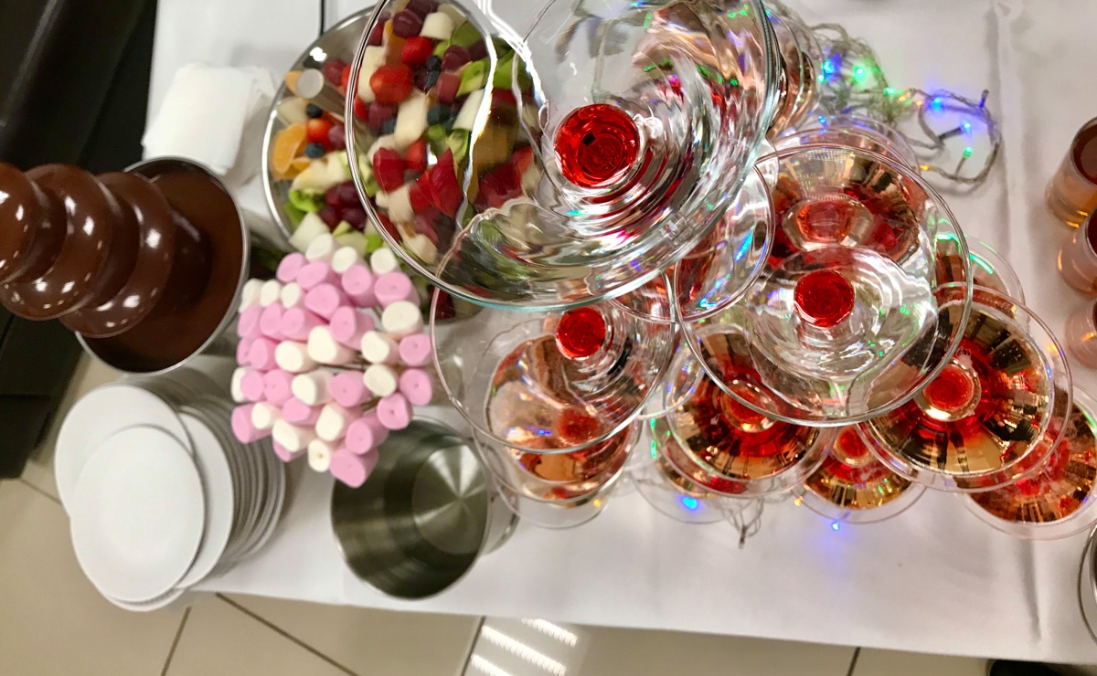 Горка шампанского в Москве