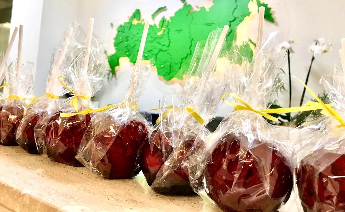 Карамельные яблоки на детский праздник
